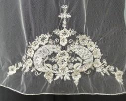 11230 veil center back motif